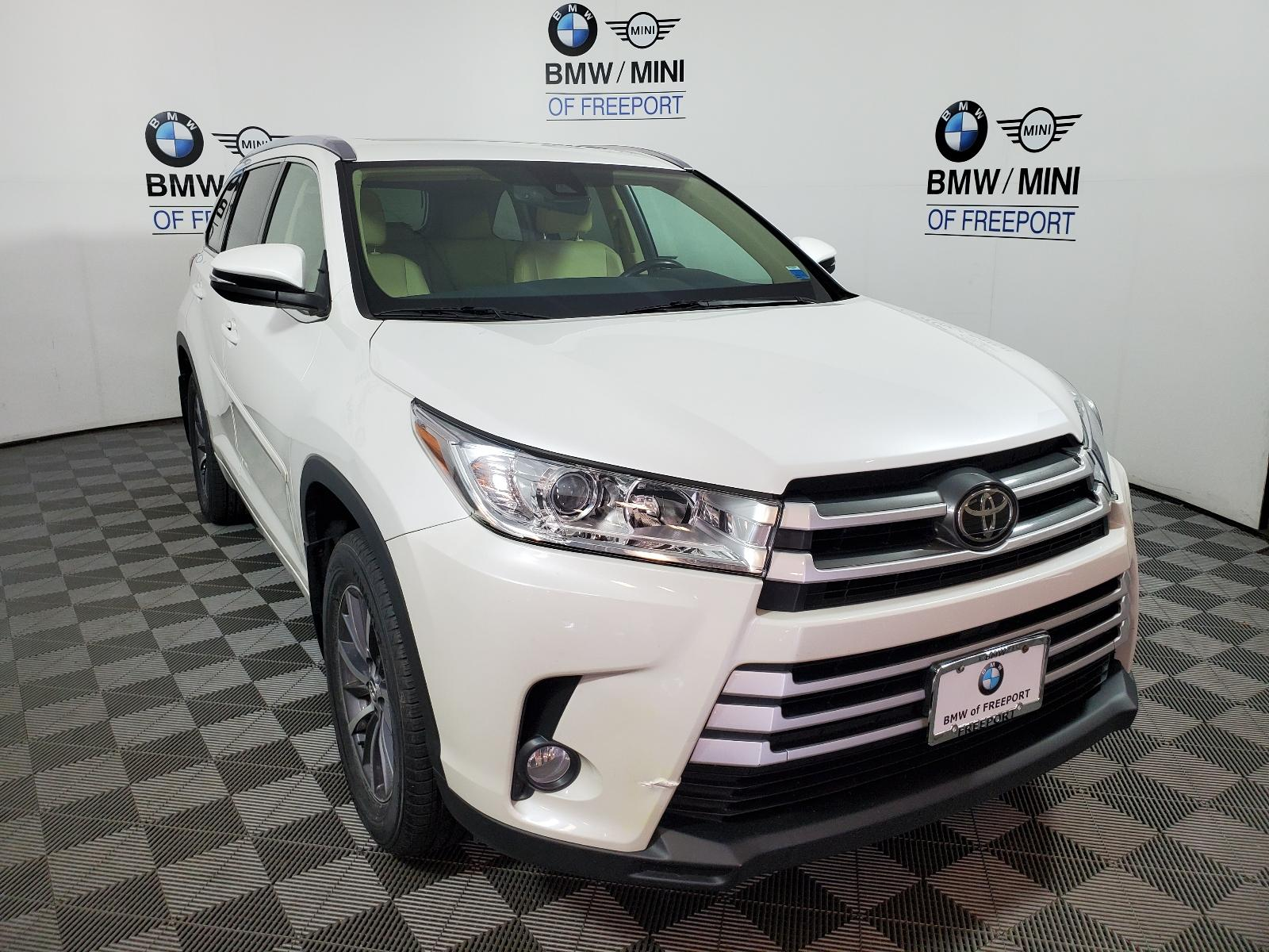Pre-Owned 2017 Toyota Highlander XLE V6 AWD